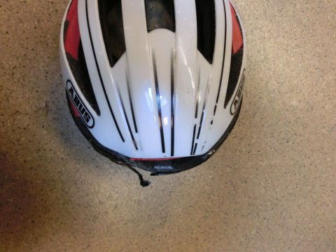 Abus helm na ongeval links Rob's Bikecenter